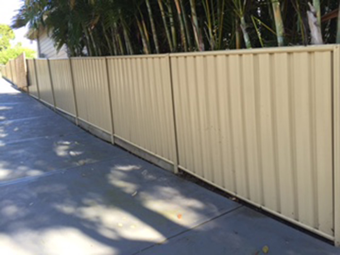 colorbond-fence-before-2